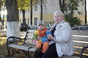 Набережная. Матвей и его бабушка Елена