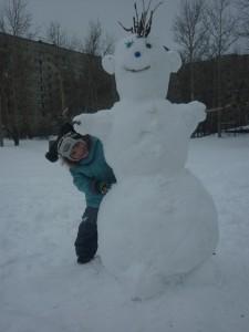 На дворе 2 апреля,а мы слепили снеговика!!!!)))