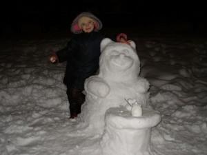 Вот такого снеговика мы слепили с дочкой Аней