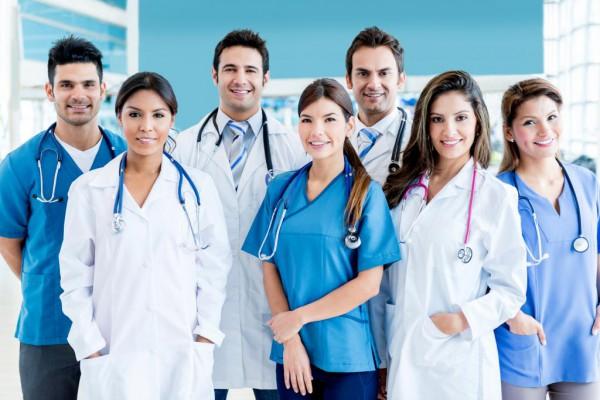 Выбор медицинской клиники и врачей через интернет: основные преимущества услуги